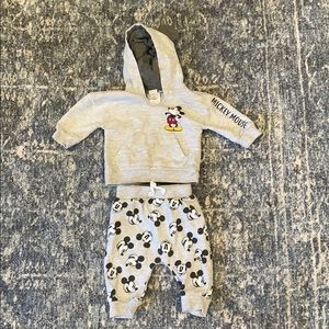 NWOT Mickey Mouse outfit 6-9 month